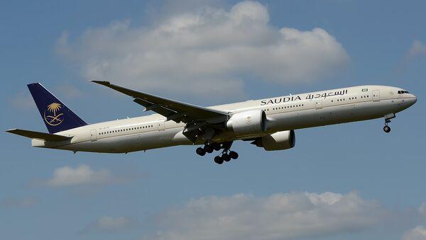 Un avión de la compañía aérea Saudia - Sputnik Mundo