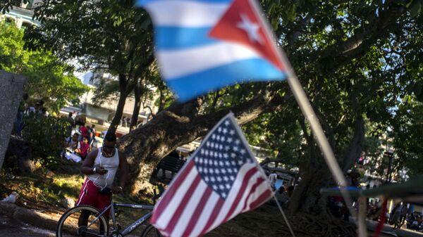 Las banderas de Cuba y EEUU (archivo) - Sputnik Mundo