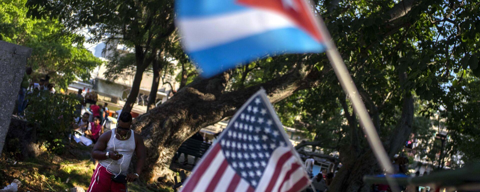 Las banderas de Cuba y EEUU (archivo) - Sputnik Mundo, 1920, 27.06.2021