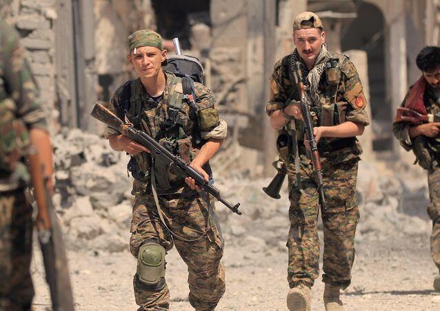 Las Fuerzas Democráticas Sirias en Al Raqa, Siria