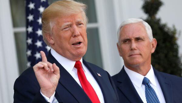 El presidente de EEUU, Donald Trump, junto a su vicepresidente, Mike Pence - Sputnik Mundo