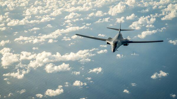 Un avión militar estadounidense sobrevuela península de Corea - Sputnik Mundo
