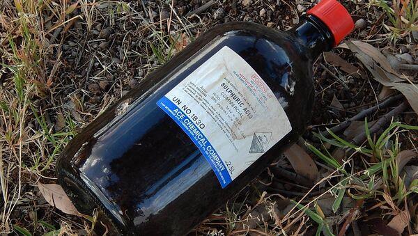 Una botella de ácido sulfúrico - Sputnik Mundo