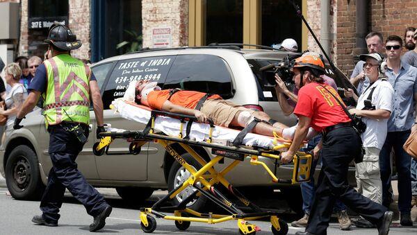 Persona herida tras el atropello en la manifestación de Virginia, EEUU - Sputnik Mundo