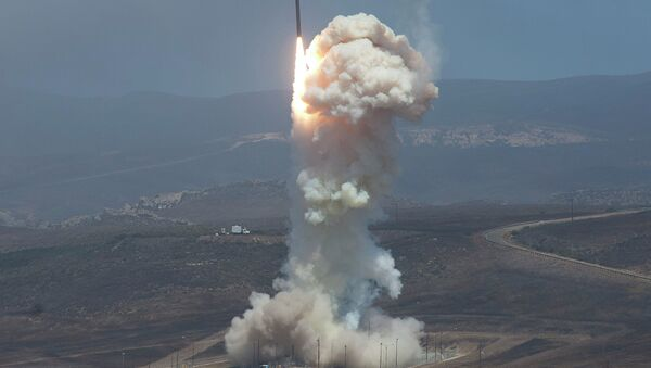 The Missile Defense Agency's test of the Ground-based Midcourse Defense (GMD). The Ground-Based Interceptor launches from Vandenberg Air Force Base, Calif. on June 22, 2014. - Sputnik Mundo