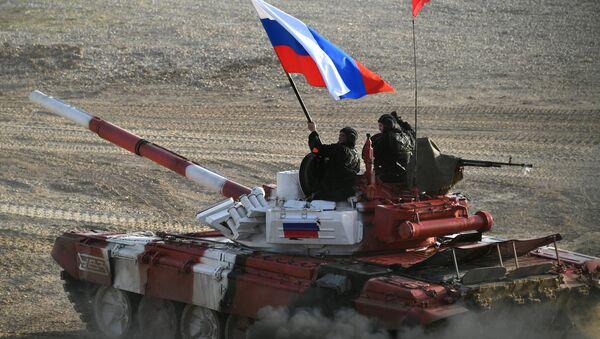 El tanque del equipo ruso durante la competición final de biatlón de tanques de Army Games 2017 - Sputnik Mundo