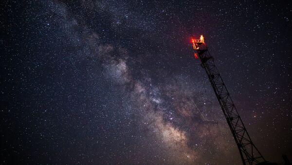 La lluvia de estrellas —las perseidas— vista desde la región de Krasnodar, Rusia - Sputnik Mundo