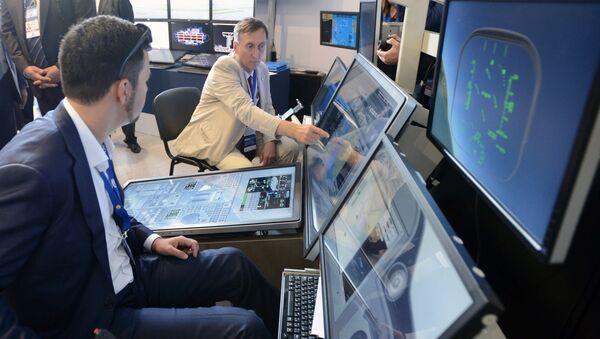 Simulador de vuelo en el Salón Aeroespacial MAKS 2017 (imagen referencial) - Sputnik Mundo