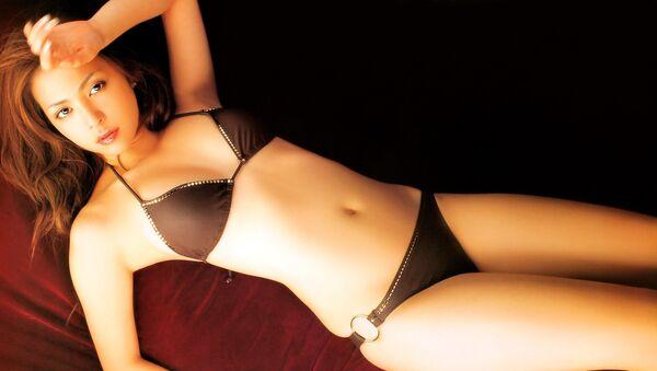 Una modelo japonesa en bikini - Sputnik Mundo