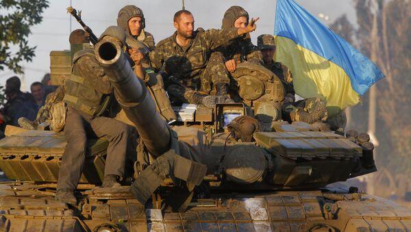 Soldados ucranianos en la ciudad portuaria de Mariúpol (archivo) - Sputnik Mundo