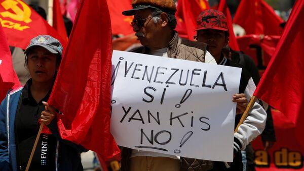 Una manifestación en apoyo al presidente de Venezuela, Nicolás Maduro, en México - Sputnik Mundo