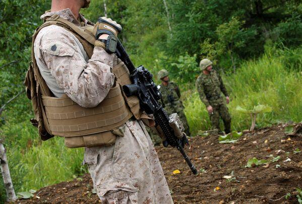 Un soldado estadounidense participa en las maniobras conjuntas con Japón en la isla de Hokkaido - Sputnik Mundo