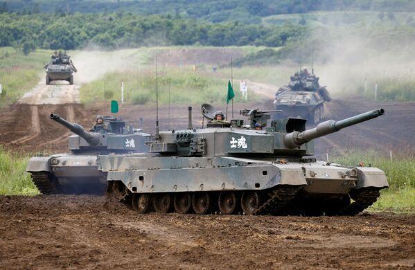 Las Fuerzas de Autodefensa de Japón, durante los ejercicios Northern Viper 17 en Hokkaido - Sputnik Mundo