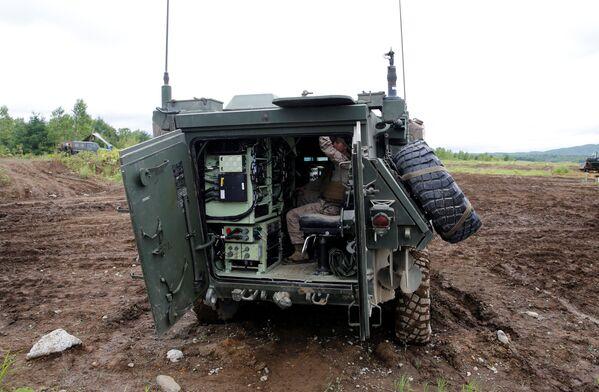 El vehículo de combate de infantería LAV-C2 del Ejército estadounidense, en plenos ejercicios en la isla de Hokkaido - Sputnik Mundo