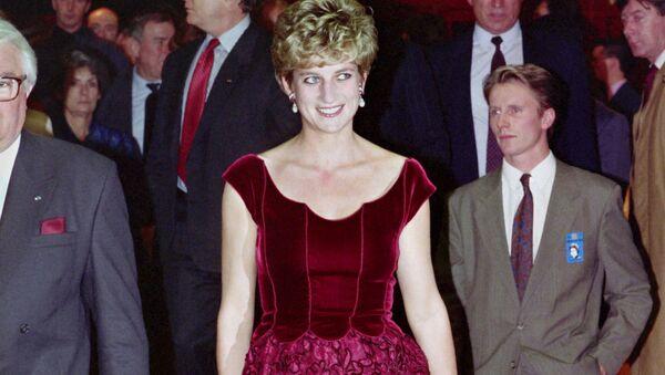 Принцесса Диана перед открытием оратории Пола Маккартни «Ливерпуль» в Конгресс-зале Лилля, 1992 год - Sputnik Mundo