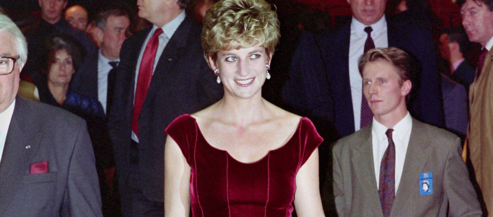 Принцесса Диана перед открытием оратории Пола Маккартни «Ливерпуль» в Конгресс-зале Лилля, 1992 год - Sputnik Mundo, 1920, 10.01.2021