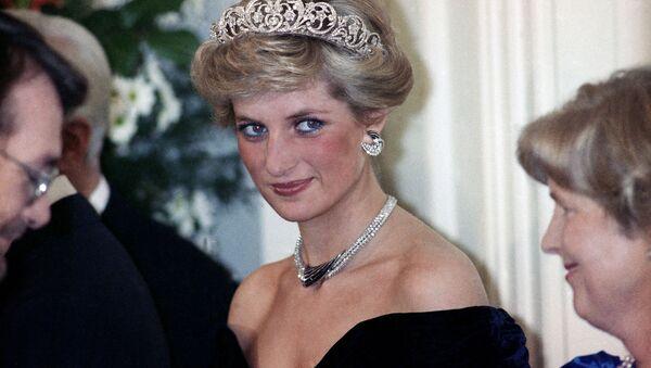 Принцесса Диана на вечернем приеме в честь членов королевской семьи в Бонне,  Германия, 1987 год - Sputnik Mundo