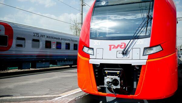 Un tren de Ferrocarriles de Rusia - Sputnik Mundo