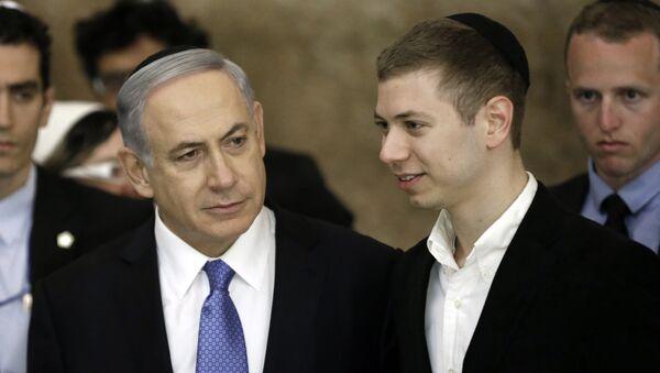 Primer ministro de Israel, Benjamín Netanyahu, con su hijo, Yair Netanyahu - Sputnik Mundo