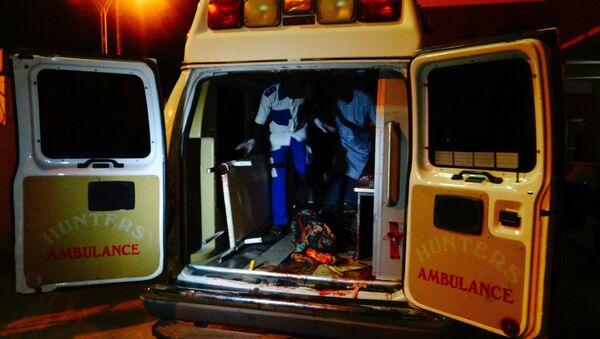 Una ambulancia llevando a una víctima del atentado terrorista en Nigeria - Sputnik Mundo