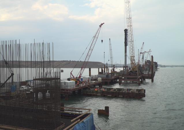 Los progresos de la obra del siglo: el puente de Crimea echa raíces
