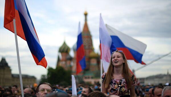 Una mujer en la Plaza Roja - Sputnik Mundo
