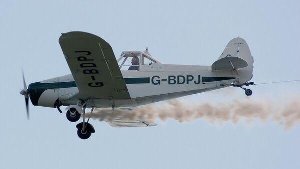Un aeroaplicador PA-25 en vuelo (imagen referencial) - Sputnik Mundo