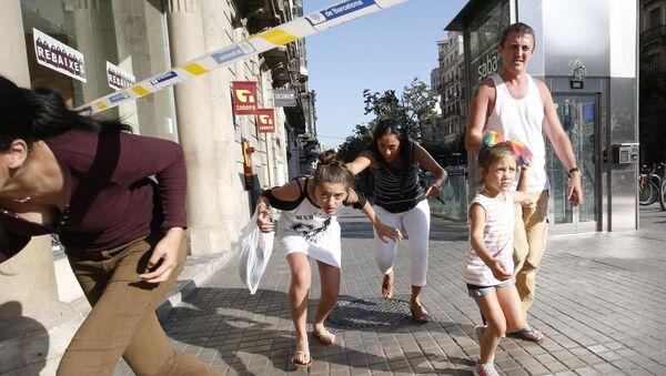 La gente en Las Ramblas, Barcelona, donde se produjo el atentado - Sputnik Mundo
