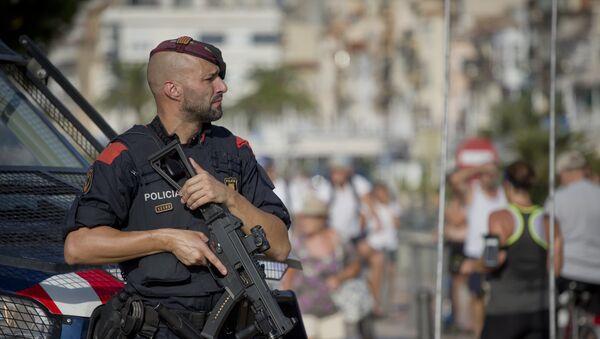 Policía en el lugar del atentado en Cambrils - Sputnik Mundo