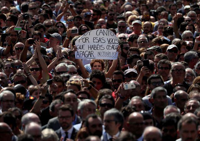 Minuto de silencio en la Plaza de Cataluña