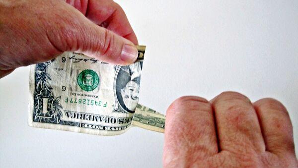 Dólar rasgado (imagen referencial) - Sputnik Mundo