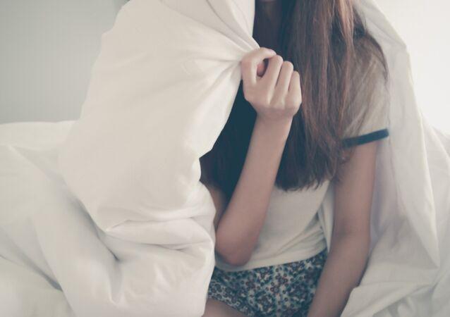 Una triste persona en la cama