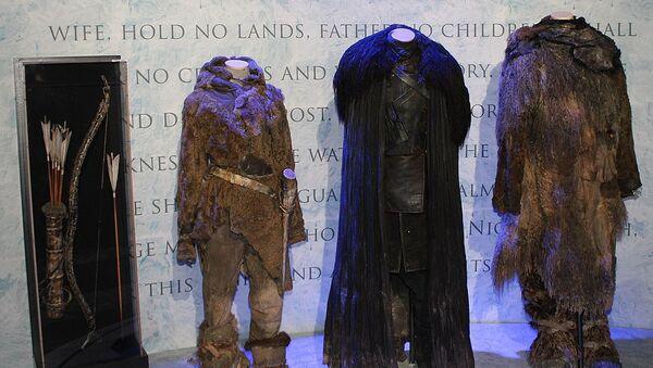 Vestuario de personajes de la serie Game of Thrones en una exposición - Sputnik Mundo