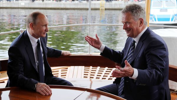 El presidente ruso, Vladímir Putin, con su homólogo finlandés, Sauli Niinisto, durante la visita de trabajo - Sputnik Mundo