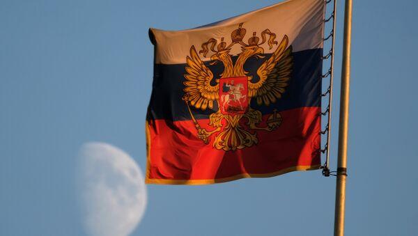 El estándar del presidente de Rusia en el edificio del Senado en el Kremlin de Moscú - Sputnik Mundo