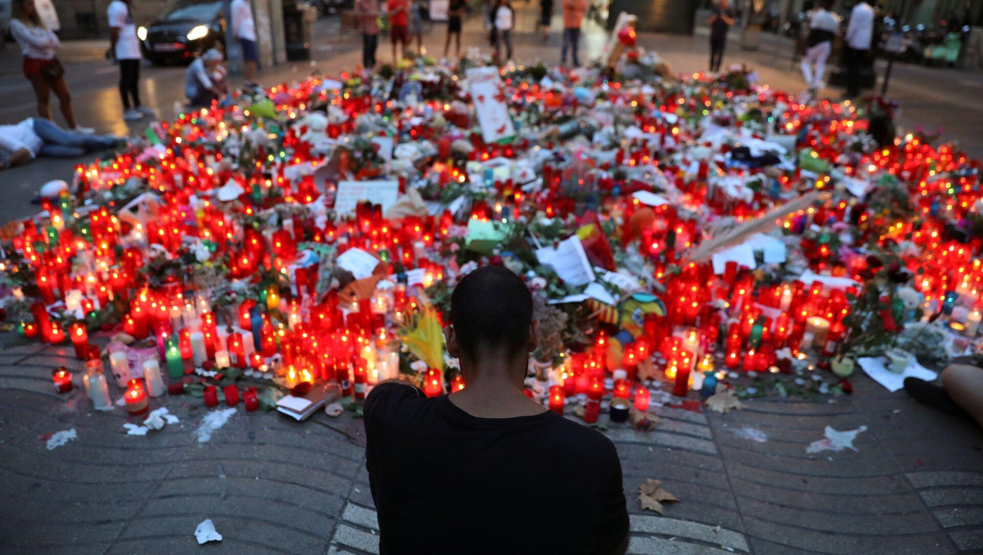 La gente rinde homenaje a las víctimas del atentado en La Rambla, Barcelona (archivo) - Sputnik Mundo, 1920, 06.08.2018