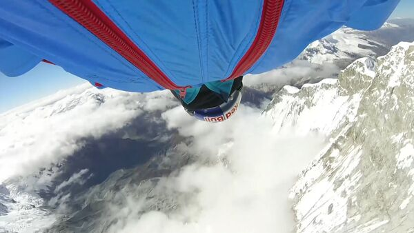 Un saltador ruso bate el récord con un salto desde los Andes peruanos - Sputnik Mundo