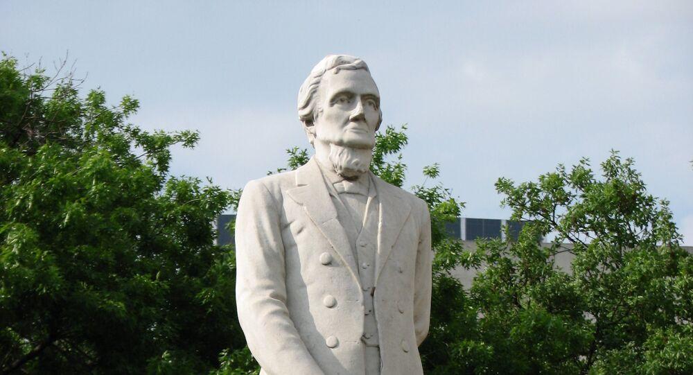 Monumento de Jefferson Davis en Texas, EEUU