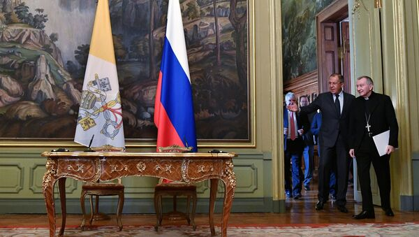Ministro de Extreriores de Rusia, Serguéi Lavrov, y el secretario de Estado del Vaticano, Pietro Parolin - Sputnik Mundo