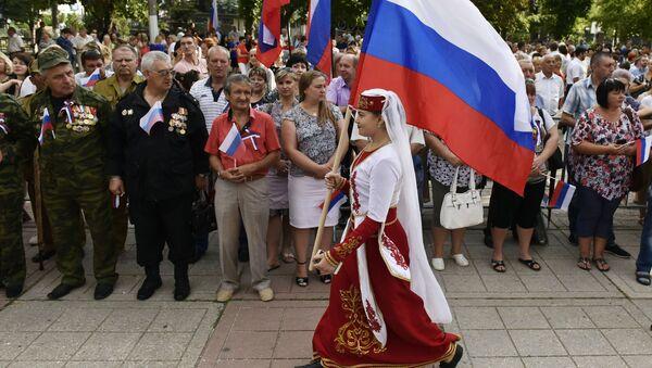 Rusia celebra a lo grande el Día de la Bandera Nacional - Sputnik Mundo