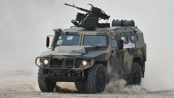 El vehículo blindado Tigr en el Foro Army 2017 - Sputnik Mundo