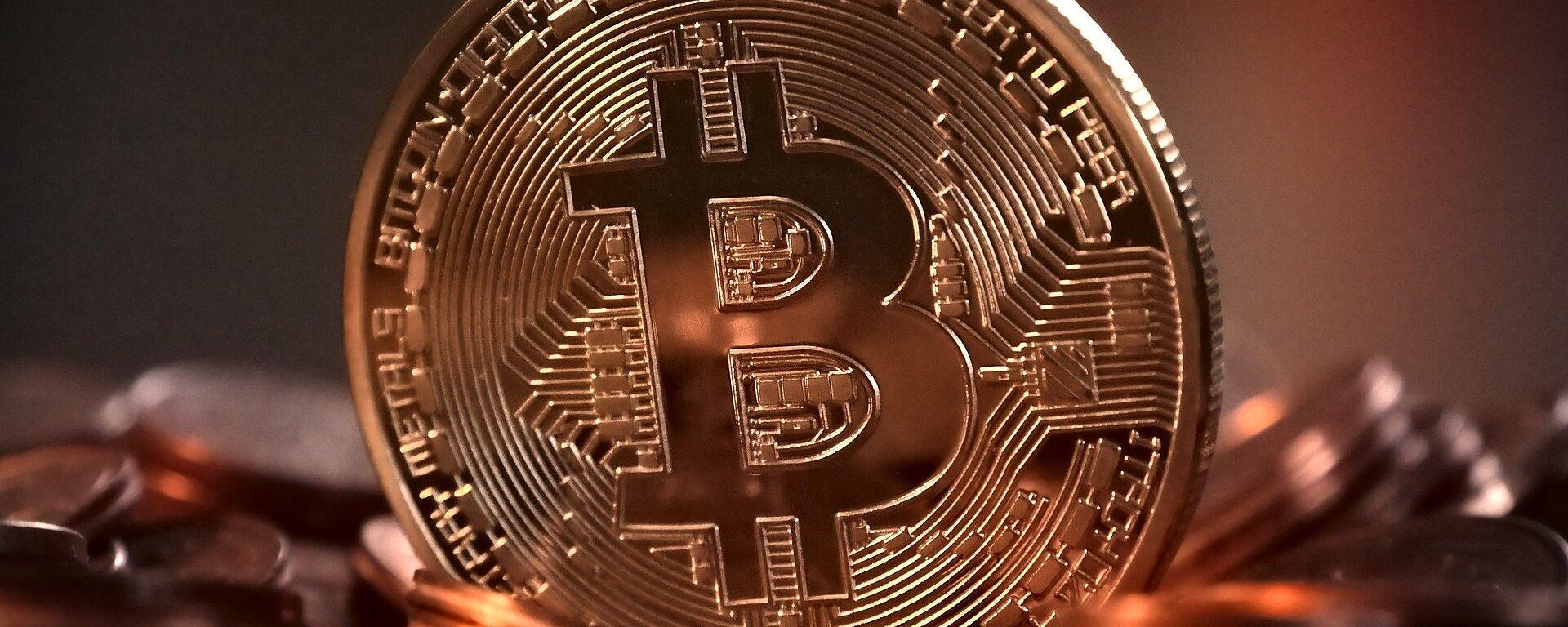 Un bitcoin - Sputnik Mundo, 1920, 20.04.2021