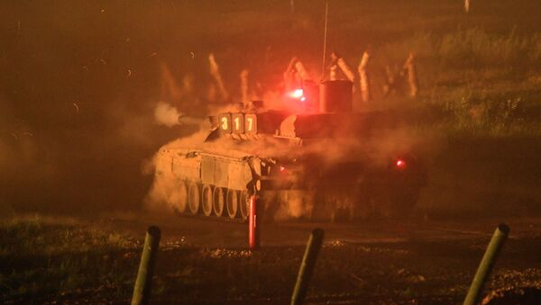 La batalla nocturna en el Foro Internacional Técnico Militar Army 2017 - Sputnik Mundo