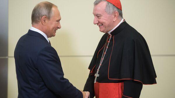 El presidente de Rusia, Vladímir Putin, y el secretario de Estado del Vaticano, Pietro Parolin - Sputnik Mundo