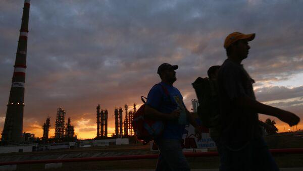 Refinería de petróleo Camilo Cienfuegos en Cuba - Sputnik Mundo