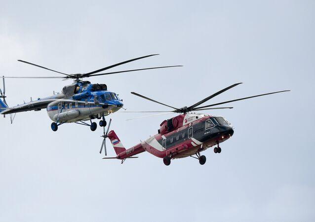 Helicóptero polivalente Mi-28-2 (drcha.) y helicóptero de transporte Mi-171 (izda.)