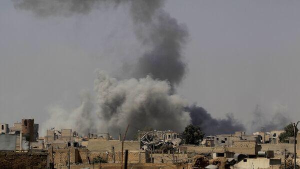 El ataque de la coalición internacional en Siria - Sputnik Mundo
