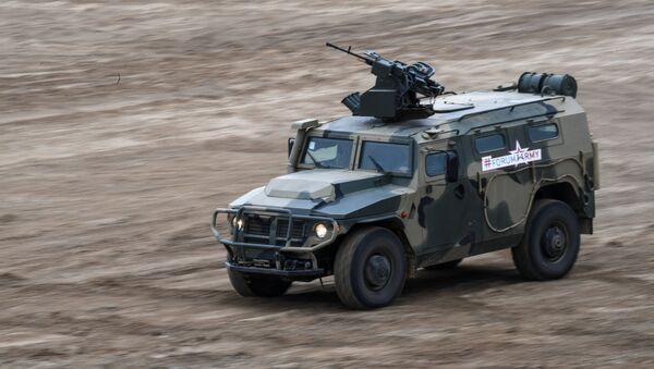 Vehículo blindado Tigr en el Foro Army 2017 - Sputnik Mundo