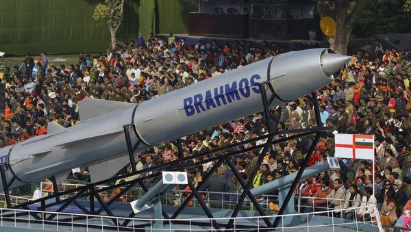 Misil de crucero antibuque Brahmos - Sputnik Mundo