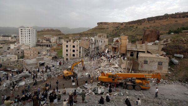 Bombardeo en Saná, Yemen - Sputnik Mundo